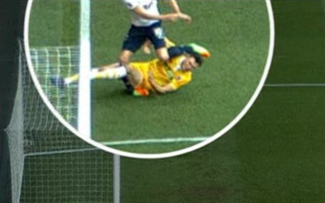 <span>Kane's ankle turns under the challenge</span>