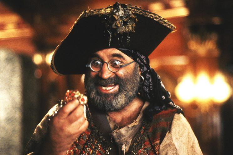 Bob Hoskins as Smee (Photo: Everett Collection)