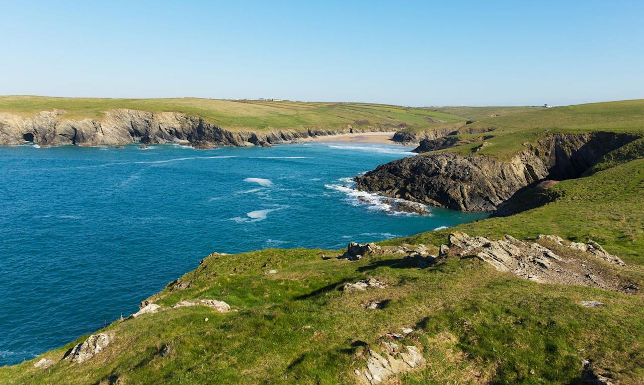 <p>Situated in a deep cove between headlands, Porth Joke is as unspoiled as they come. The narrow beach here is deeper than it is wide and backs onto a shallow valley with a stream running down, meaning it's perfect for sitting back against the rocks for a bit of shelter.</p>