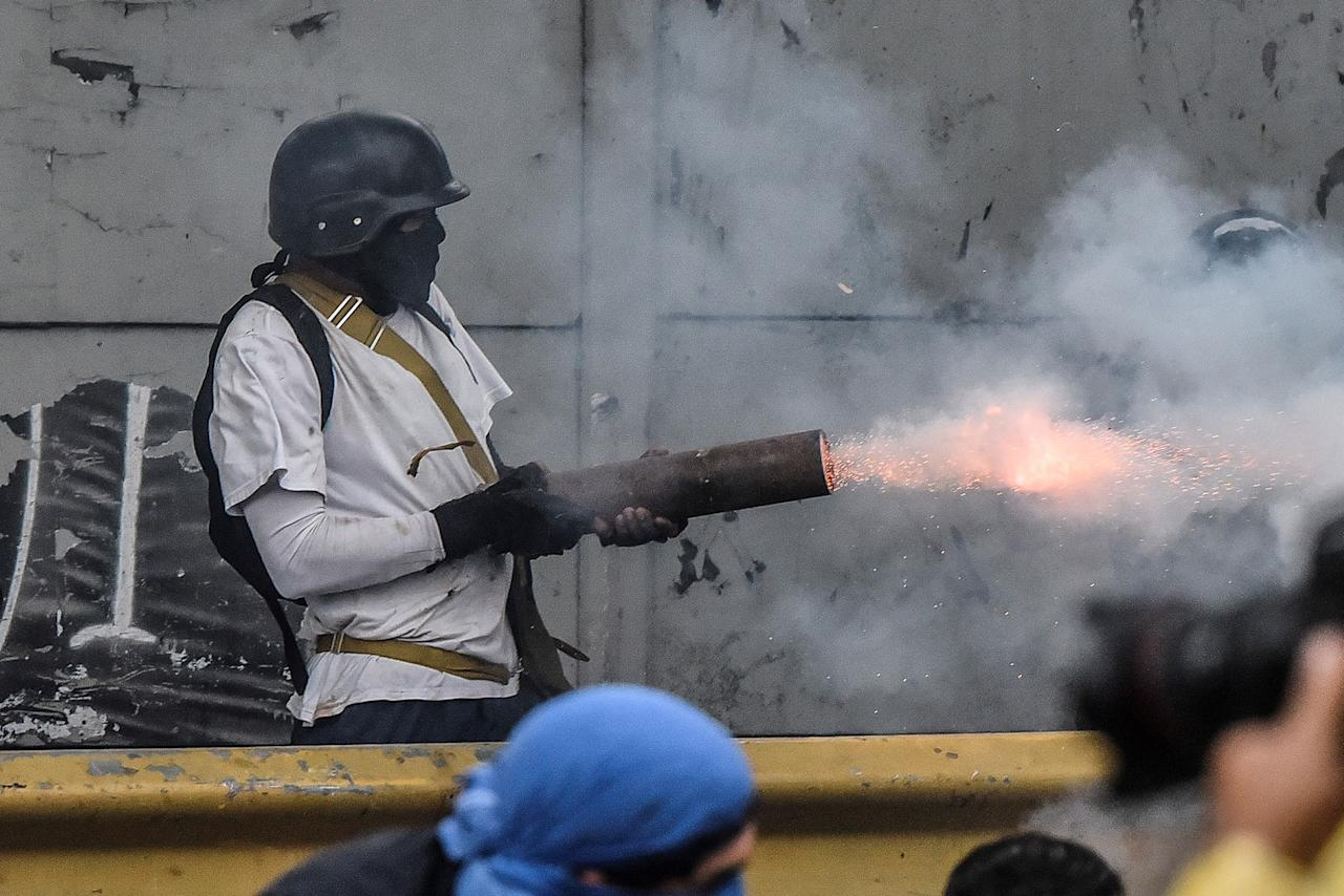 <p>A protester shoots a firework from a pipe at the national guard members during clashes in Caracas, Venezuela on July 28, 2017. (Photo: Carlos Becerra/Anadolu Agency/Getty Images) </p>
