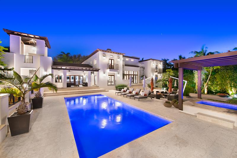 The yard has a putting green, a resort-style heated pool and a five-car garage. Photo by: Platinum Luxury Auctions.