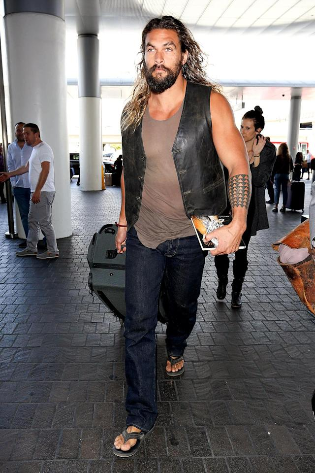 <p>Think you'd ever recognize the hulking star if you ran into him at the airport? His tattoos and long hair kinda give it away. (Photo: starzfly/Bauergriffin.com) </p>