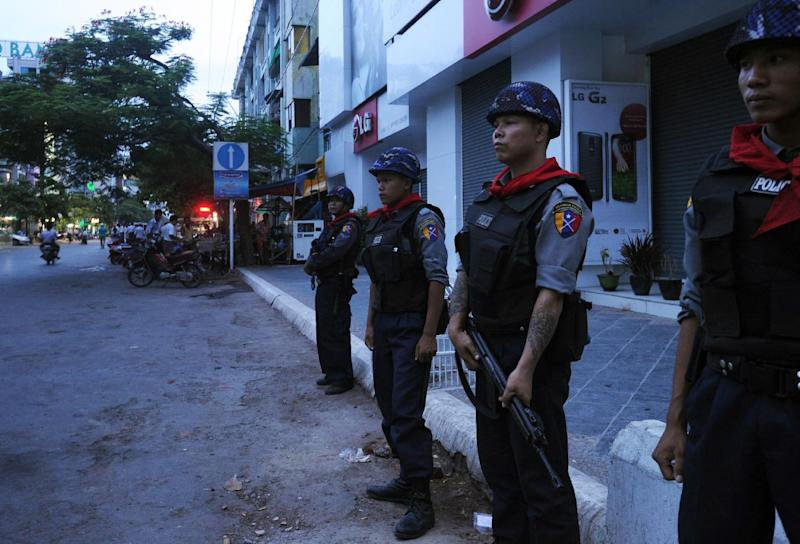 Myanmar police stand guard on a street in Mandalay after deadly Buddhist-Muslim clashes that raised fears of spreading unrest on July 3, 2014 (AFP Photo/Soe Than Win)