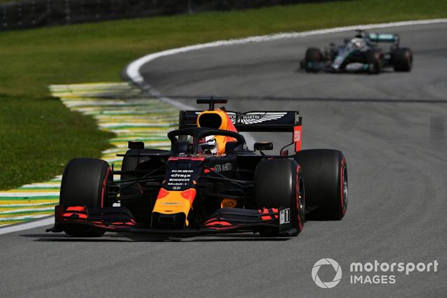 "Max Verstappen, Red Bull Racing RB15, precede Lewis Hamilton, Mercedes AMG F1 W10 <span class=""copyright"">Mark Sutton / Motorsport Images</span>"