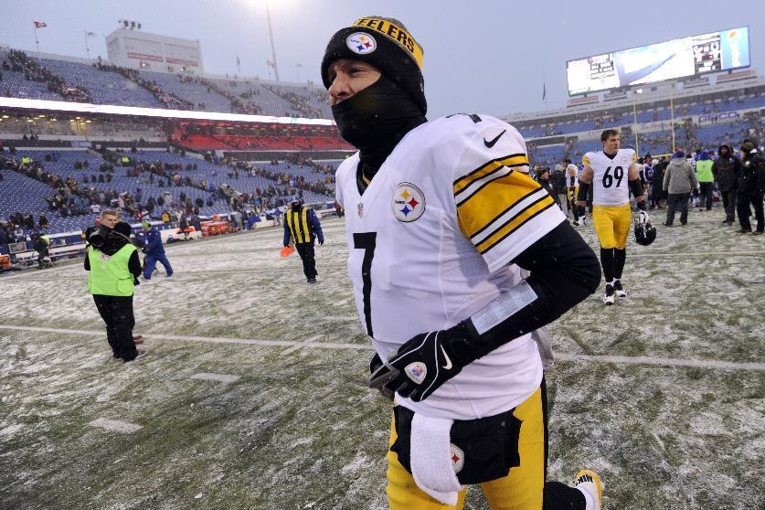 Pittsburgh Steelers quarterback Ben Roethlisberger leaves the field after an NFL football game against the Buffalo Bills, Sunday, Dec. 11, 2016, in Orchard Park, N.Y. The Steelers won 27-20. (AP Photo/Adrian Kraus)