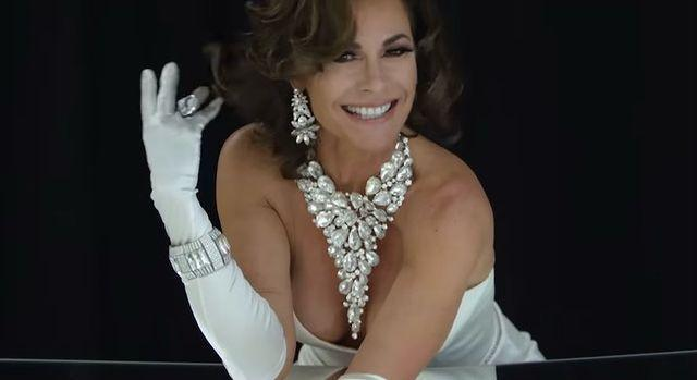 """<p>The <a href=""""https://people.com/tag/luann-de-lesseps/"""" rel=""""nofollow noopener"""" target=""""_blank"""" data-ylk=""""slk:Real Housewives of New York star"""" class=""""link rapid-noclick-resp""""><em>Real Housewives of New York</em> star</a> blessed us with a clip from her """"<a href=""""https://people.com/tv/luann-de-lesseps-feelin-jovani-music-video/"""" rel=""""nofollow noopener"""" target=""""_blank"""" data-ylk=""""slk:Feelin' Jovani"""" class=""""link rapid-noclick-resp"""">Feelin' Jovani</a>"""" video — a perfect song to play as you say hello to 2021 once the clock strikes midnight.</p>"""