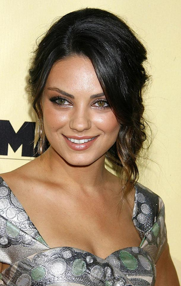 """<a href=""""http://movies.yahoo.com/movie/contributor/1800281432"""">Mila Kunis</a> arrives at the Los Angeles premiere of <a href=""""http://movies.yahoo.com/movie/1810039594/info"""">Extract</a> - 08/24/2009"""