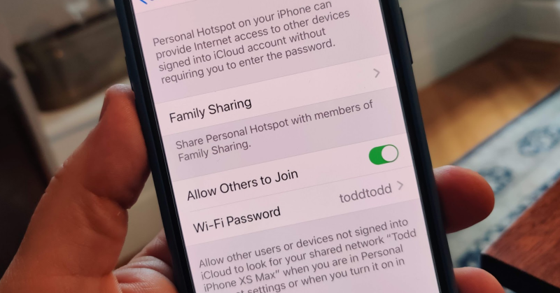 Automatically share your phone's data hotspot with family members in iOS 13.