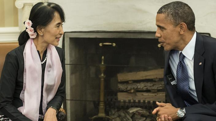 US President Barack Obama meets Myanmar's Aung San Suu Kyi at the White House Oval Office, September 19, 2012