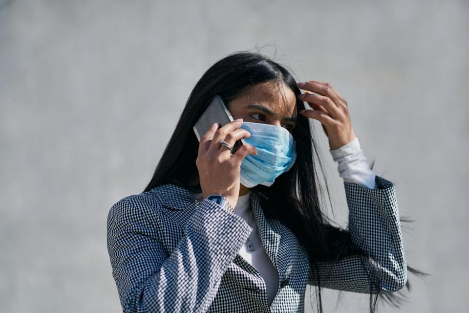 mask to avoid contagion walking down the street