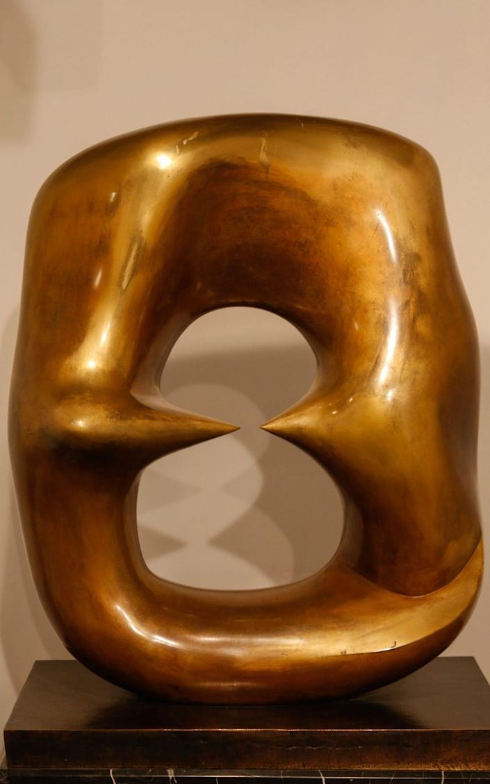 Henry Moore's Oval with Points - B O'Kane/Alamy