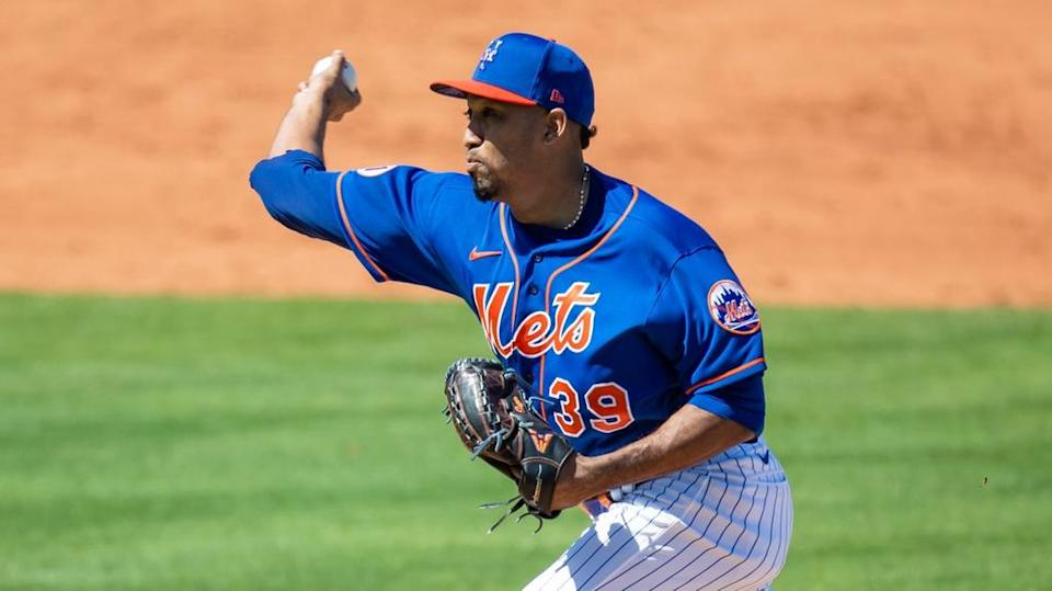 Edwin Diaz delivers a pitch in spring training close crop