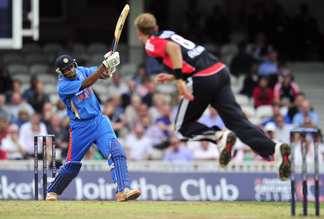 India's Ravichandran Ashwin (L) bats during the third one day cricket match between England and India at The Oval, London, England, on September 9, 2011. AFP PHOTO/GLYN KIRK