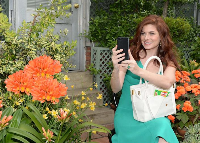 Thanks to Zyrtec, allergy sufferer Debra Messing is able to kick off spring with a visit to the gardens of Wave Hill in NYC.