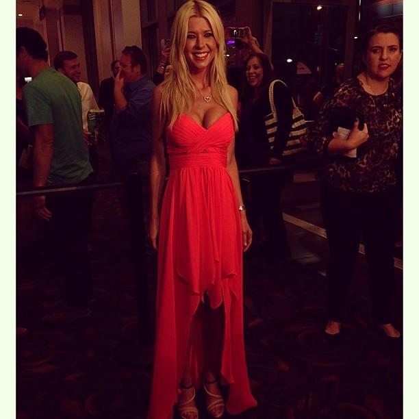 Tara Reid in Hailey Logan. #sharknado #redcarpet