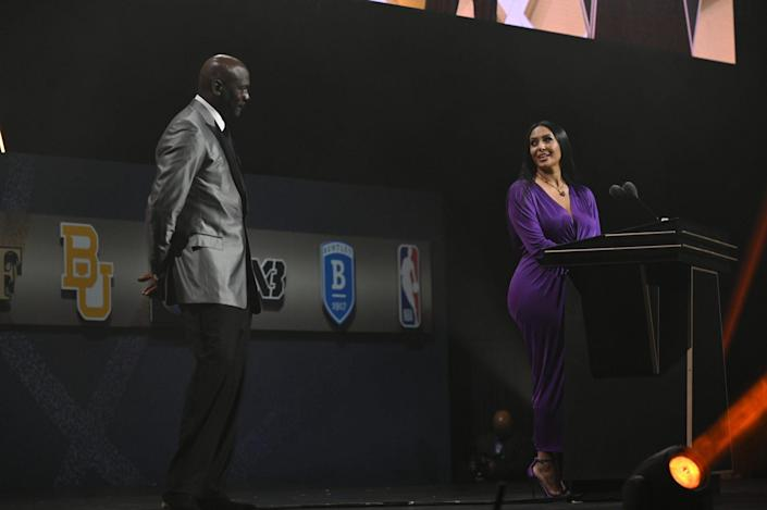 """<p>Chicago Bulls legend and one of Kobe's mentors, Michael Jordan, joined Vanessa at the event to honor the late Lakers star. </p> <p>""""People don't know this but one of the reasons my husband played through injuries and pain was because he remembered being a little kid sitting in the nosebleeds with his dad to watch his favorite player play,"""" Vanessa said before looking in Jordan's direction as the crowd cheered.</p>"""