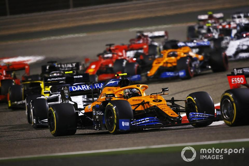 "Lando Norris, McLaren MCL35, Pierre Gasly, AlphaTauri AT01<span class=""copyright"">Andy Hone / Motorsport Images</span>"