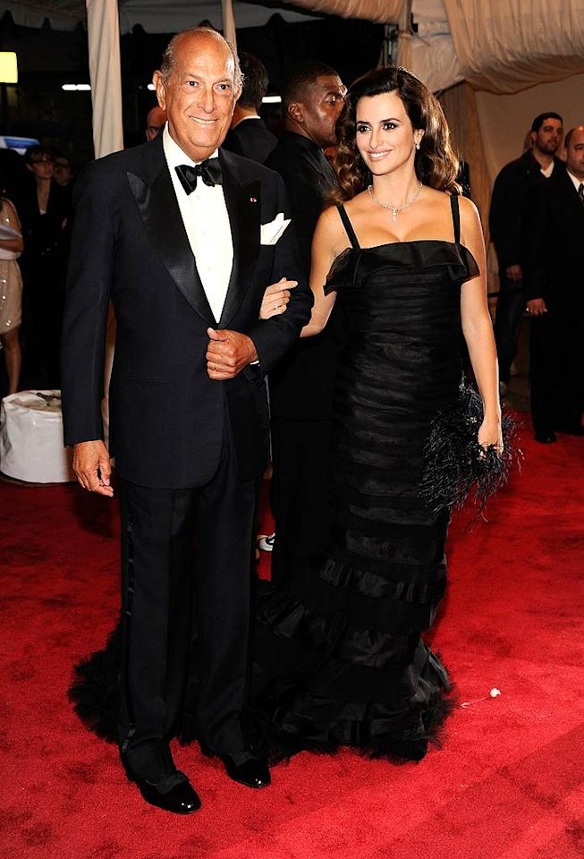 """New mom Penelope Cruz took a night off from baby duty to attend the soiree. She not only wore an Oscar de la Renta gown, but wore the actual designer on her arm as her date to the event! Kevin Mazur/<a href=""""http://www.wireimage.com"""" target=""""new"""">WireImage.com</a> - May 2, 2011"""