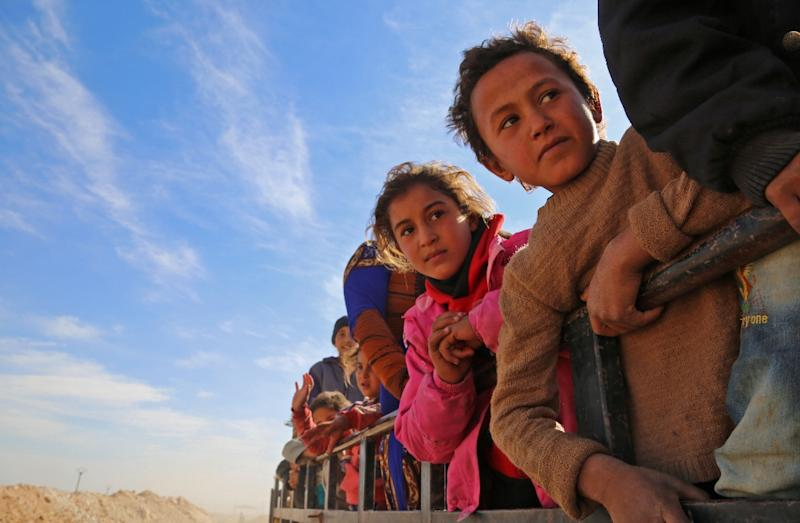 Syrians fleeing areas controlled by the Islamic State group are seen on the road on November 8, 2016, some 50 kilometres north of Raqa (AFP Photo/Delil Souleiman)