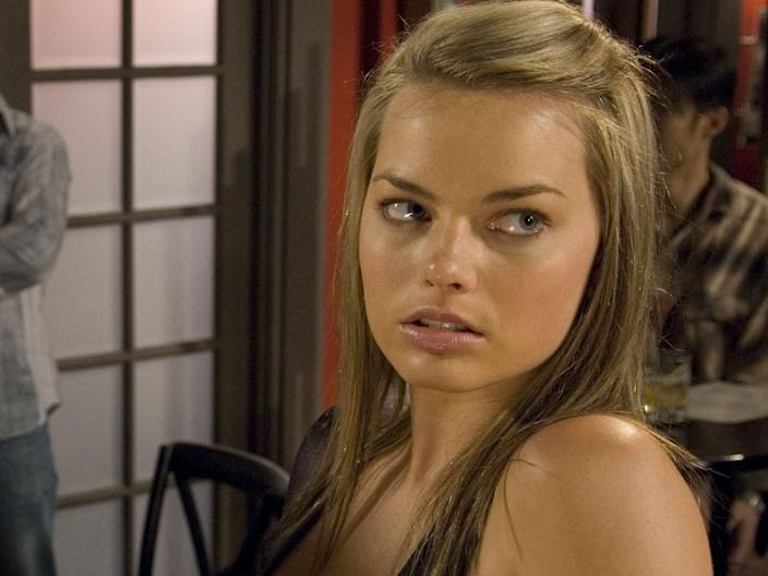 margot robbie neighbours 3