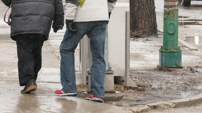 Winnipeg emergency rooms see surge in injuries from icy conditions
