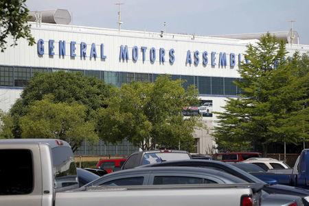 FILE PHOTO: A general view of the front entrance at the General Motors (GM) Assembly Plant in Arlington, Texas, U.S. on June 9, 2015.   REUTERS/Mike Stone/File Photo
