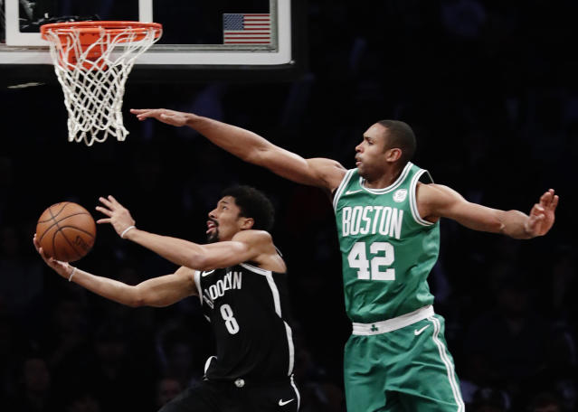 "<a class=""link rapid-noclick-resp"" href=""/nba/players/5349/"" data-ylk=""slk:Spencer Dinwiddie"">Spencer Dinwiddie</a> highlights this week's look at risers and fallers in fantasy hoops (AP Photo)."