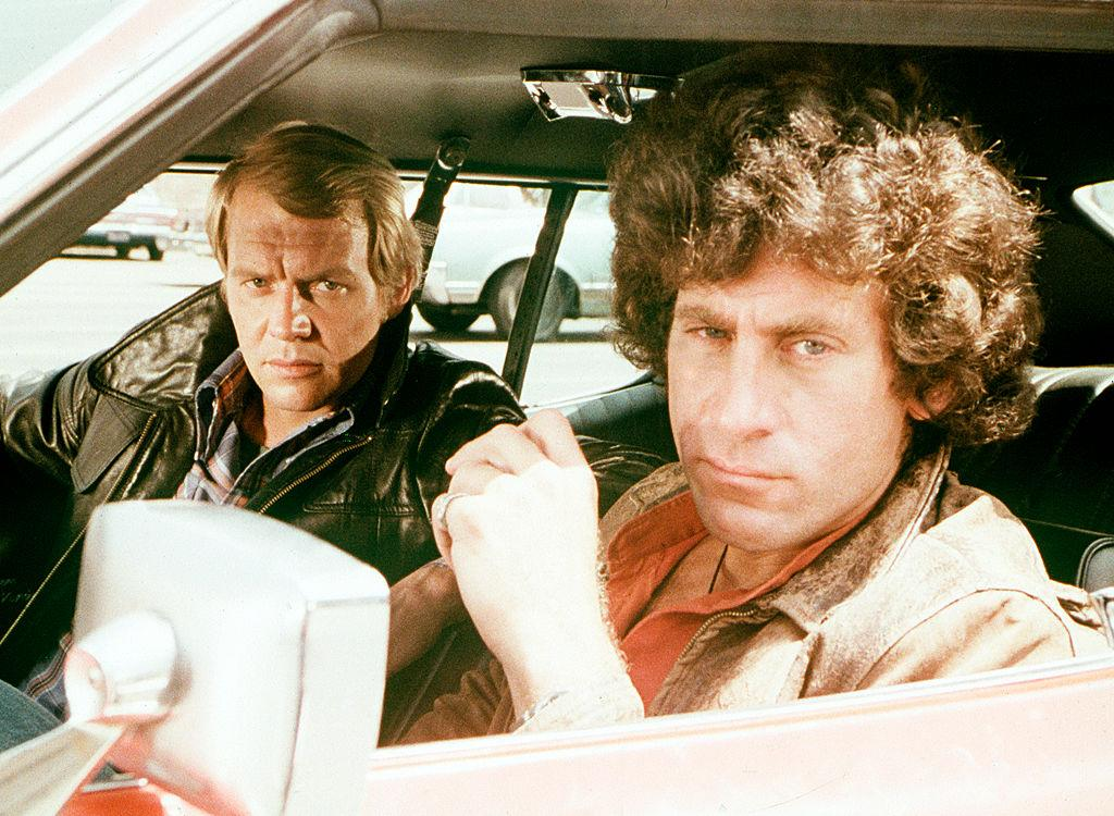 <p>Nella serie tv Starsky e Hutch, divenuta popolarissima anche in Italia dopo le 4 stagioni prodotte negli States tra il 1975 e il 1979, i protagonisti erano David Soul e Paul Michael Glaser, due poliziotti dal diverso temperamento ma che riuscivano sempre a cavarsi fuori dai guai. (Photo by ABC Photo Archives/ABC via Getty Images) </p>