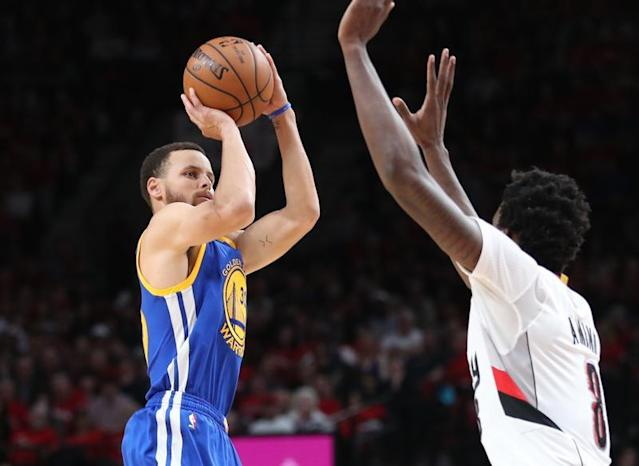 Curry a marqué 34 points/Photo prise le 23 avril 2017/REUTERS/USA Today Sports