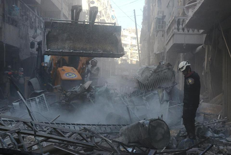 Rescuers search for survivors under rubble following an air strike on al-Khalasa neighbourhood of Aleppo (AFP Photo/Thaer Mohammed)