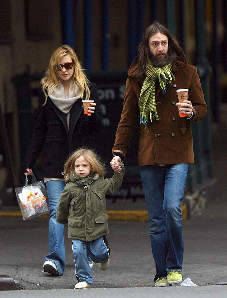 "Kate Hudson, her ex Chris Robinson, and their tot Ryder each sport a personal style with their trio of trendy coats. <a href=""http://www.infdaily.com"" target=""new"">INFDaily.com</a> - December 9, 2007"