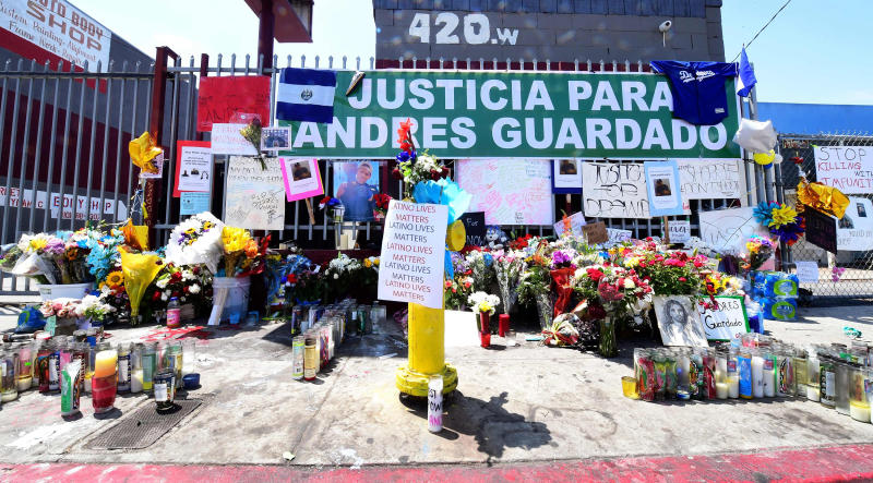 Image: Memorial for Andres Guardado (Frederic J. Brown / AFP - Getty Images)