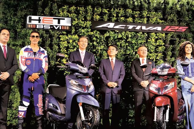 Bollywood actors Akshay Kumar and Taapsee Pannu with HMSI managing officer, motorcycle operations, Noriaki Abe (centre) at the launch of Honda BS-VI Activa 125cc in Gurugram on Wednesday (Image PTI)