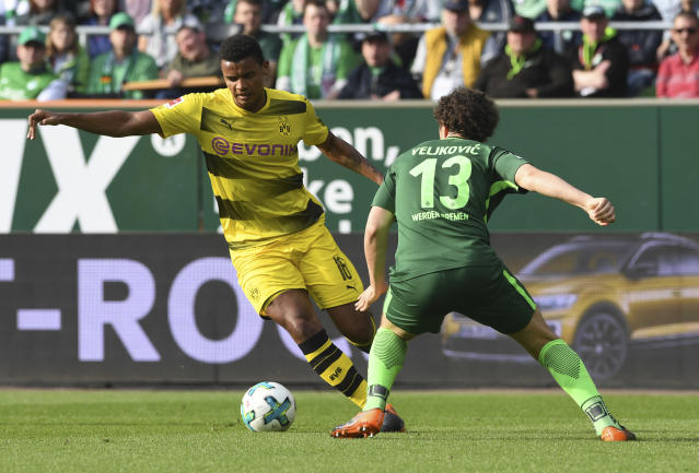 Bremen's Milos Veljkovic, right, and Dortmund's Manuel Akanji challenge for the ball during the German Bundesliga soccer match between SV Werder Bremen and Borussia Dortmund, in Bremen, Germany, Sunday, April 29, 2018. (Carmen Jaspersen/dpa via AP)