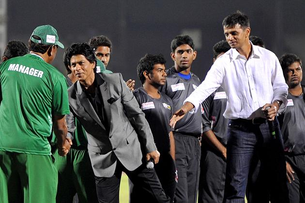Indian Bollywood actor Shah Rukh Khan (2L) and former Indian cricketer Rahul Dravid (R) meet the teams during the grand opening ceremony of the Toyota University Cricket Championship (TUCC) first match of the season in Mumbai on February 23, 2013.  AFP PHOTO        (Photo credit should read STR/AFP/Getty Images)