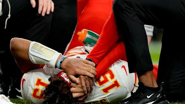 """""""God was watching over me"""": Patrick Mahomes shares first Instagram post since injuring knee"""