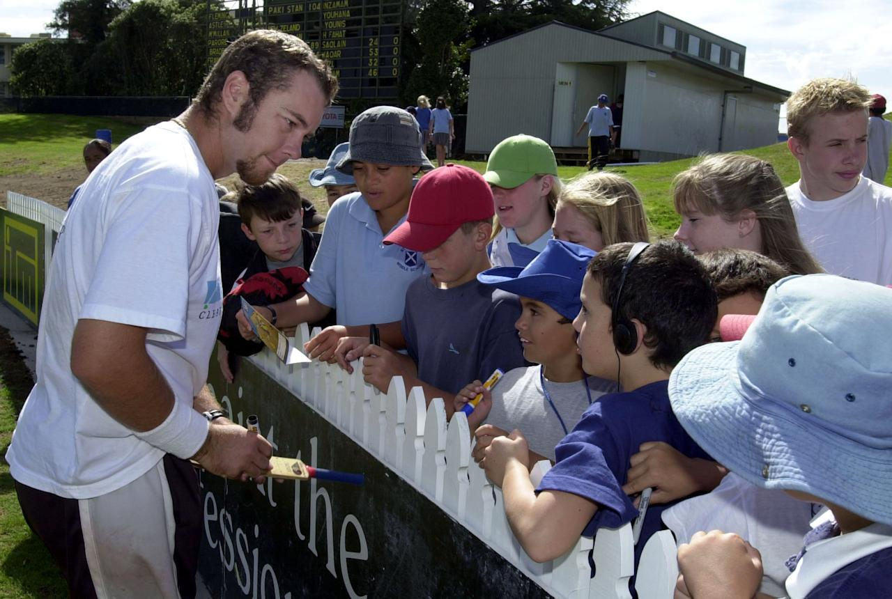 HAMILTON, NEW ZEALAND - MARCH 29:  Black Cap Craig McMillan signs autographs for young fans, following a rain delay in the start of play on day 3 of the third cricket test between New Zealand and Pakistan at WestpacTrust Park, Hamilton,thursday.  (Photo by Ross Land/Getty Images)