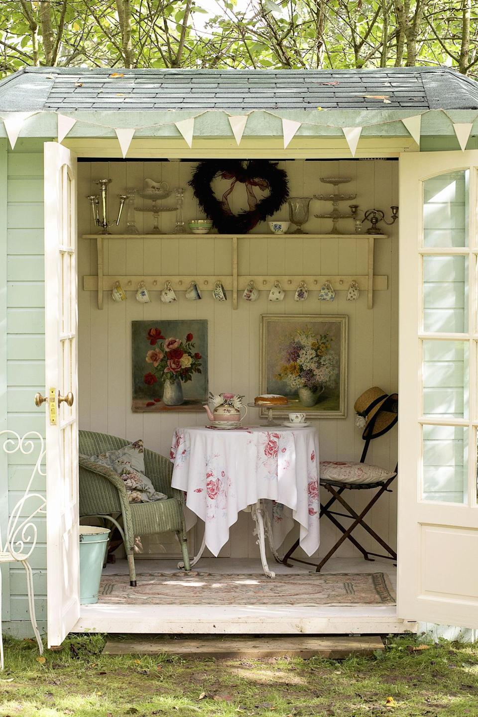 <p><span>Paintings, fabrics and china on a floral theme have been teamed with vintage tableware to bring a nostalgic elegance to this summerhouse, making it perfect </span><span>for afternoon tea.</span></p>