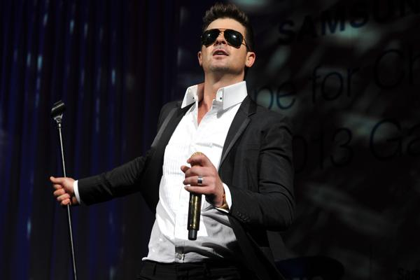 On the Charts: Robin Thicke Hits the Top With Topless Hit