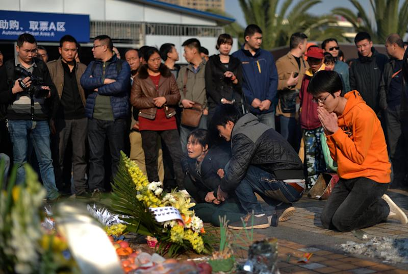 Relatives mourn for the victims of a terror attack that killed 31 people at the main train station in Kunming, southwest China's Yunnan province, March 7, 2014 (AFP Photo/)