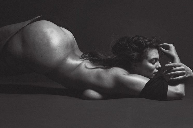 Ashley Graham fotografa nua para a V Magazine