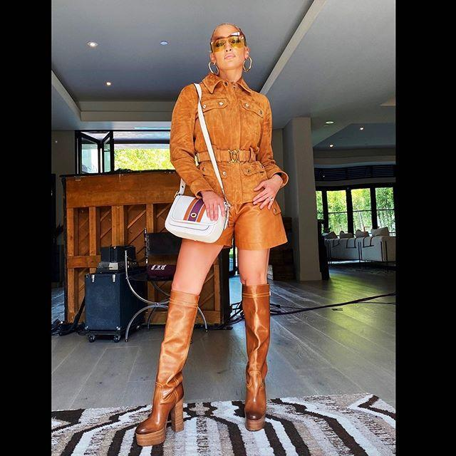 """<p>The singer might have been showing off her incredible outfit but we couldn't help but snoop inside her home. We can imagine J<a href=""""https://www.elle.com/uk/life-and-culture/culture/a29840724/jennifer-lopez-alex-rodriguez-relationship/"""" rel=""""nofollow noopener"""" target=""""_blank"""" data-ylk=""""slk:.Lo, Alex Rodriguez"""" class=""""link rapid-noclick-resp"""">.Lo, Alex Rodriguez </a>and their children sat around the piano singing Jenny From The Block right now.</p><p><a href=""""https://www.instagram.com/p/CBlfHY1JWJd/"""" rel=""""nofollow noopener"""" target=""""_blank"""" data-ylk=""""slk:See the original post on Instagram"""" class=""""link rapid-noclick-resp"""">See the original post on Instagram</a></p>"""