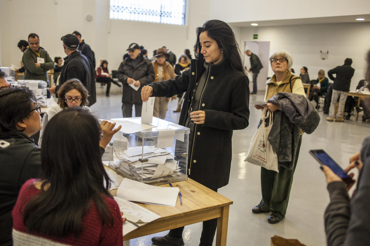 <p>Qualified voters cast a ballot for the Catalan regional election at an elementary school in Barcelona, Spain on Dec. 21, 2017. Following the referendum of October 2017, judged illegal by Madrid, Catalonia was led to vote again. Voters moved massively in the polls, but without the fervor of the previous autumn. (Photograph by Jose Colon / MeMo for Yahoo News) </p>
