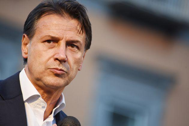NAPLES, CAMPANIA, ITALY - 2021/10/01: Giuseppe Conte leader of Movimento Cinque Stelle gives a speech in Piazza Dante, to support the mayoral candidate of left coalition Gaetano Manfredi during the last day of election campaign. (Photo by Pasquale Gargano/Pacific Press/LightRocket via Getty Images) (Photo: Pacific Press via Getty Images)