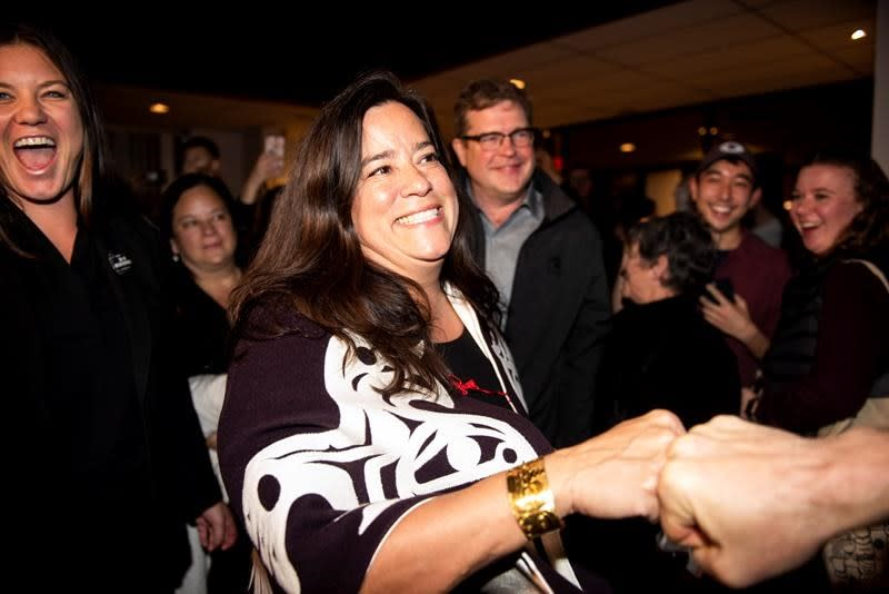 Jody Wilson-Raybould should use social media to amplify her voice: experts