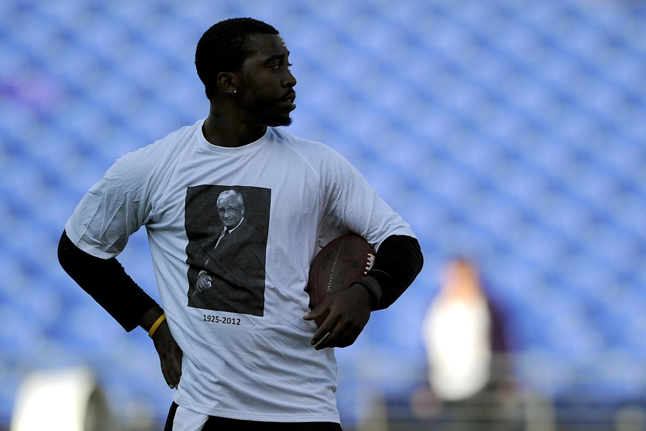 BALTIMORE, MD - SEPTEMBER 10:  Quarterback Tyrod Taylor #2 of the Baltimore Ravens wears a shirt in tribute to former Ravens owner Art Modell before the Ravens take on the Cincinnati Bengals at M&T Bank Stadium on September 10, 2012 in Baltimore, Maryland. Modell died on September 6th at the age of 87.  (Photo by Patrick Smith/Getty Images)