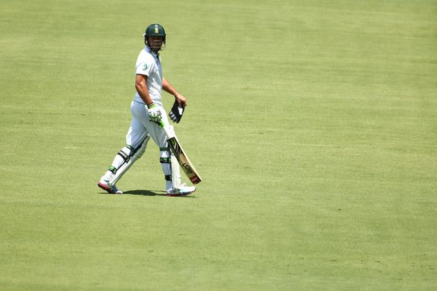 AB De Villiers of South Africa looks back as he walks off after being dismissed during day five of the Second Test Match between Australia and South Africa at Adelaide Oval on November 26, 2012 in Adelaide, Australia.  (Photo by Mark Kolbe/Getty Images)