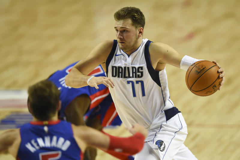 Doncic Edges Giannis For Early Nba All Star Voting Lead