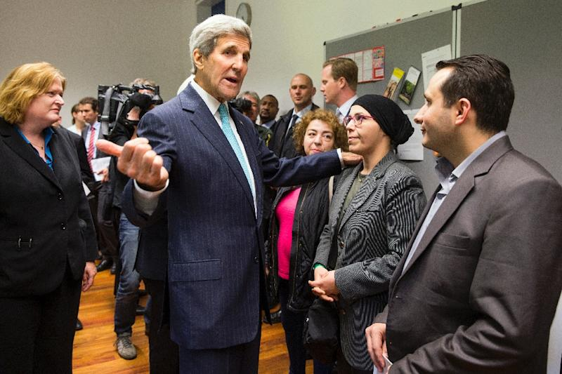 US Secretary of State John Kerry (C) meets with refugees fleeing Syria at Villa Borsig in Berlin on September 20, 2015 (AFP Photo/Evan Vucci)