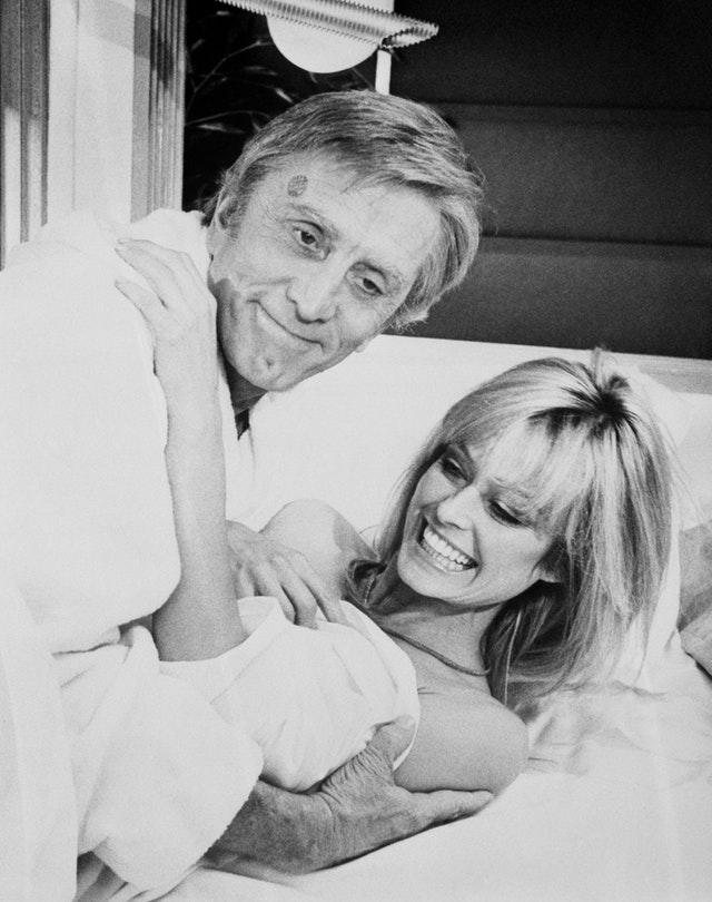 Kirk Douglas and Farrah Fawcett-Majors at Shepperton Studios (PA)